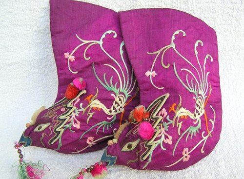 21: An Antique Chinese Silk Shoes