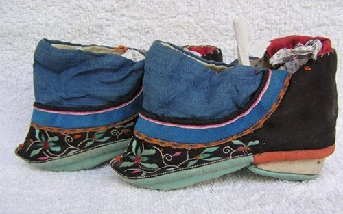 22: An Antique Chinese Silk Shoes