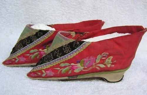 23: An Antique Chinese Silk Shoes