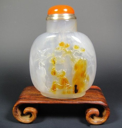 An Old Agate Snuff Bottle