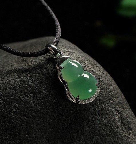 18K Diamond Natural Jadeite Pendant