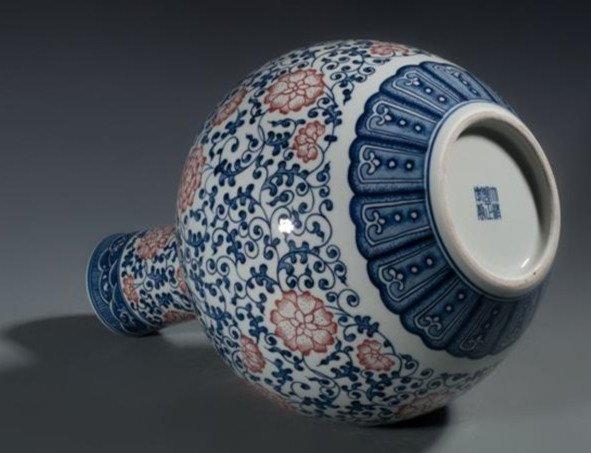 Fine Large Chinese Tianqiuping Vase - 3