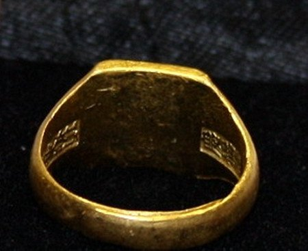 Fine Old Chinese 24K Gold Ring - 2