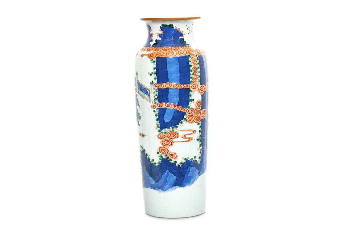 A CHINESE FAMILLE VERTE SLEEVE VASE. 19th/20th Century. - 2