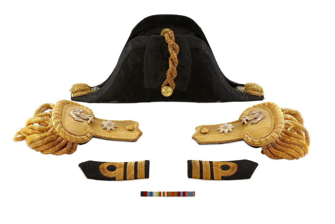 WW1-WW2 BOXED ROYAL NAVY OFFICER'S COCKED HAT AND