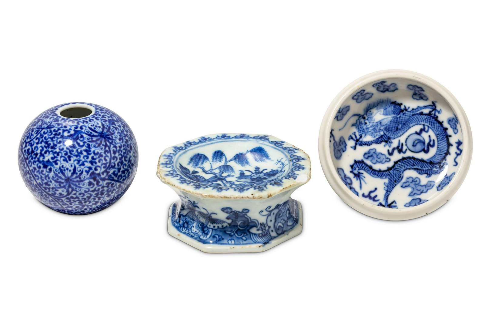 A SMALL COLLECTION OF CHINESE BLUE AND WHITE PORCE