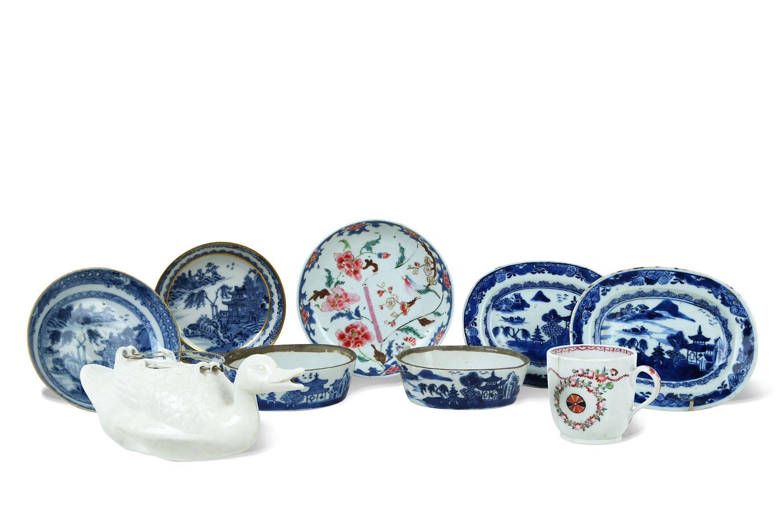 A COLLECTION OF NINE CHINESE PORCELAIN ITEMS.