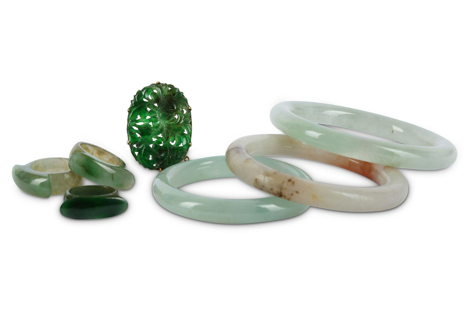 A GROUP OF CHINESE JADE JEWELLERY.