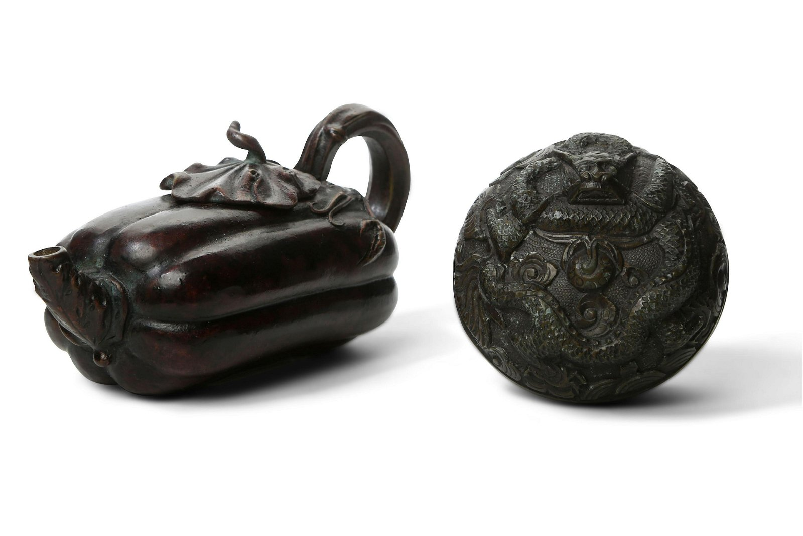 A CHINESE BRONZE WATER DROPPER AND COVER AND A CIRCULAR