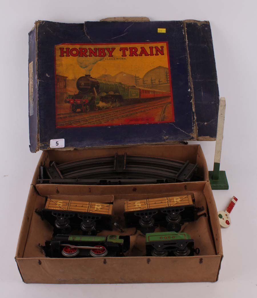 5: A Hornby 0' gauge clockwork tin train boxed set loco