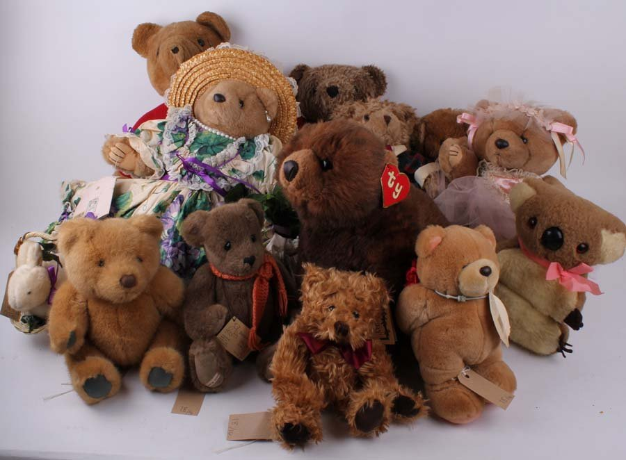 18: Fourteen collectable plush Character Teddy bears (i
