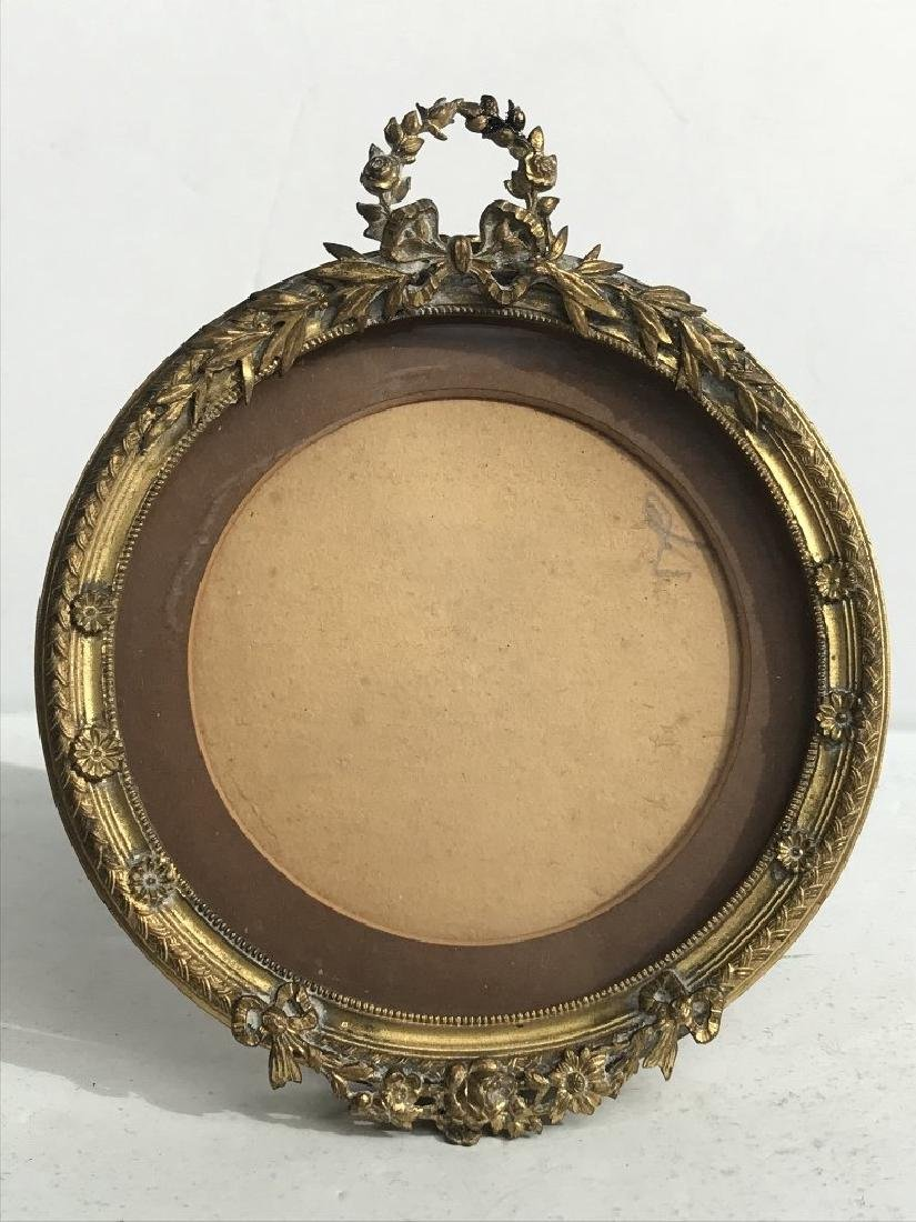 ANTIQUE BRASS ROUND PHOTO FRAME