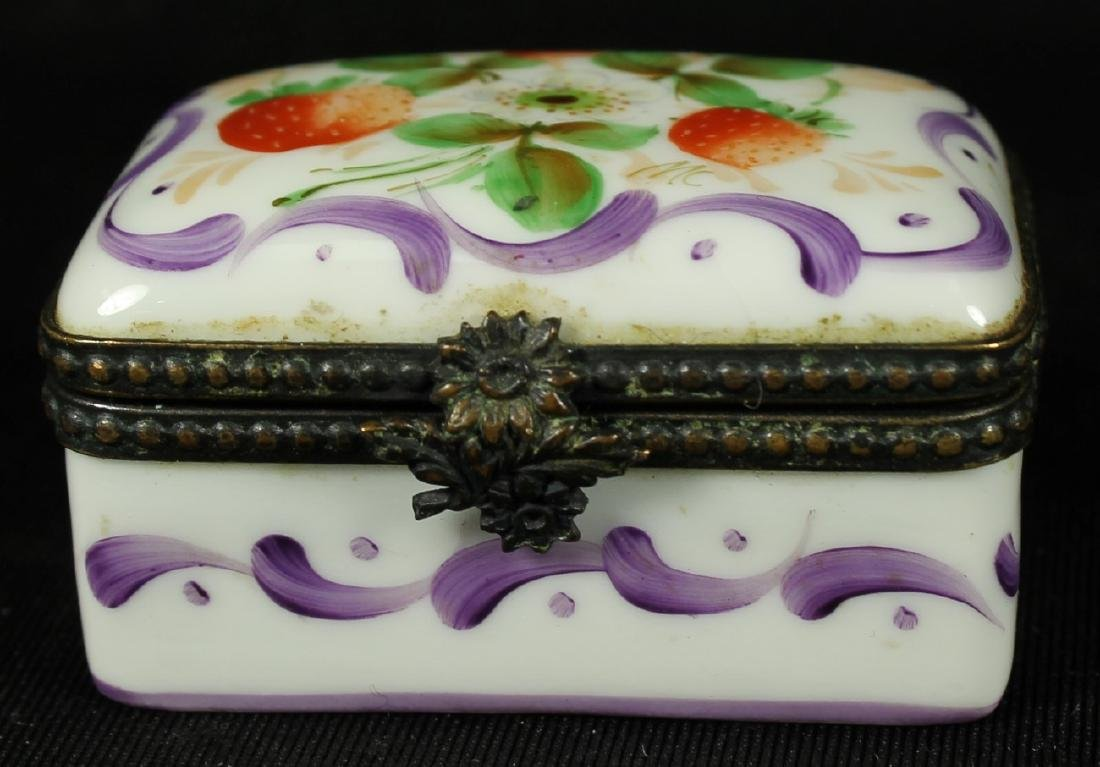 PAIR OF LIMOGES AND PORCELAIN BOXES - 3