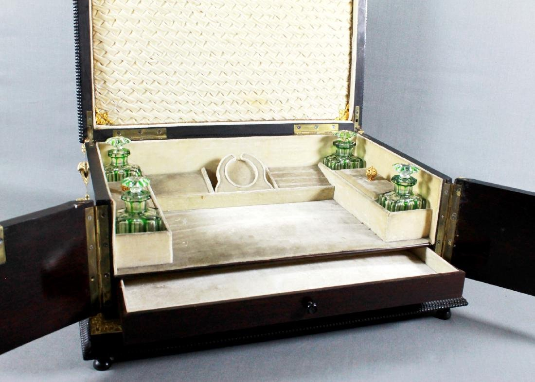 A Napoleon III Lacquered Wood Vanity Box with Gilt - 3