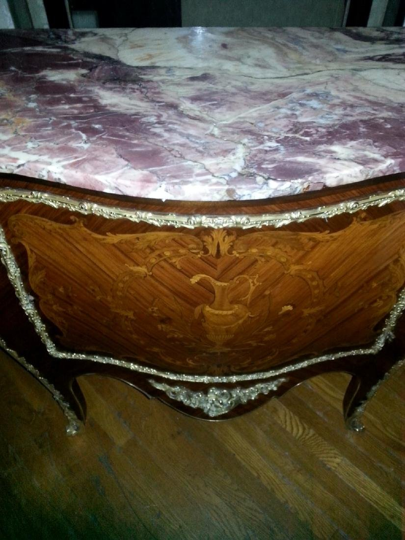 A FRENCH MARQUETRY BRONSE ORMOLU COMMODE. LATE 19th - 2