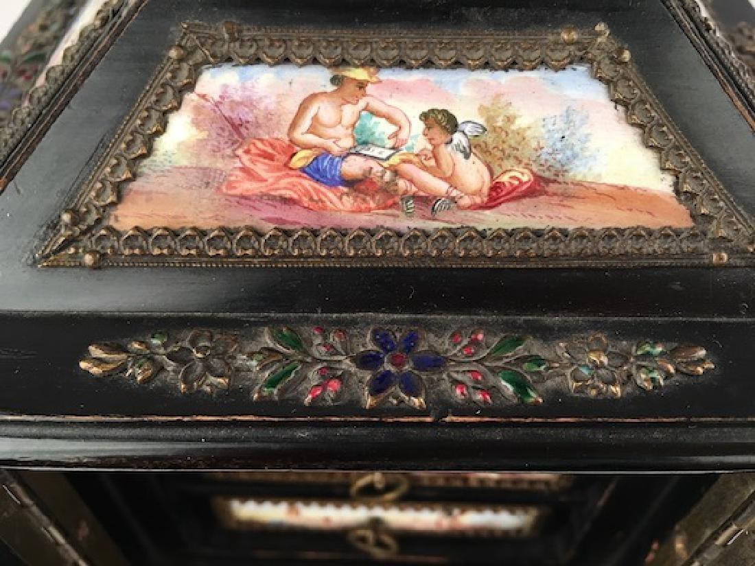 Antique casket box with sixteen porcelain painted - 5