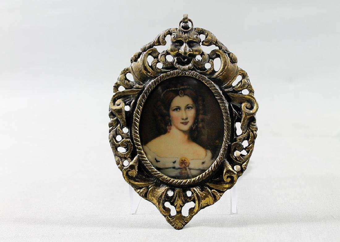 Pair of Victorian woman portraits in miniature brass - 4