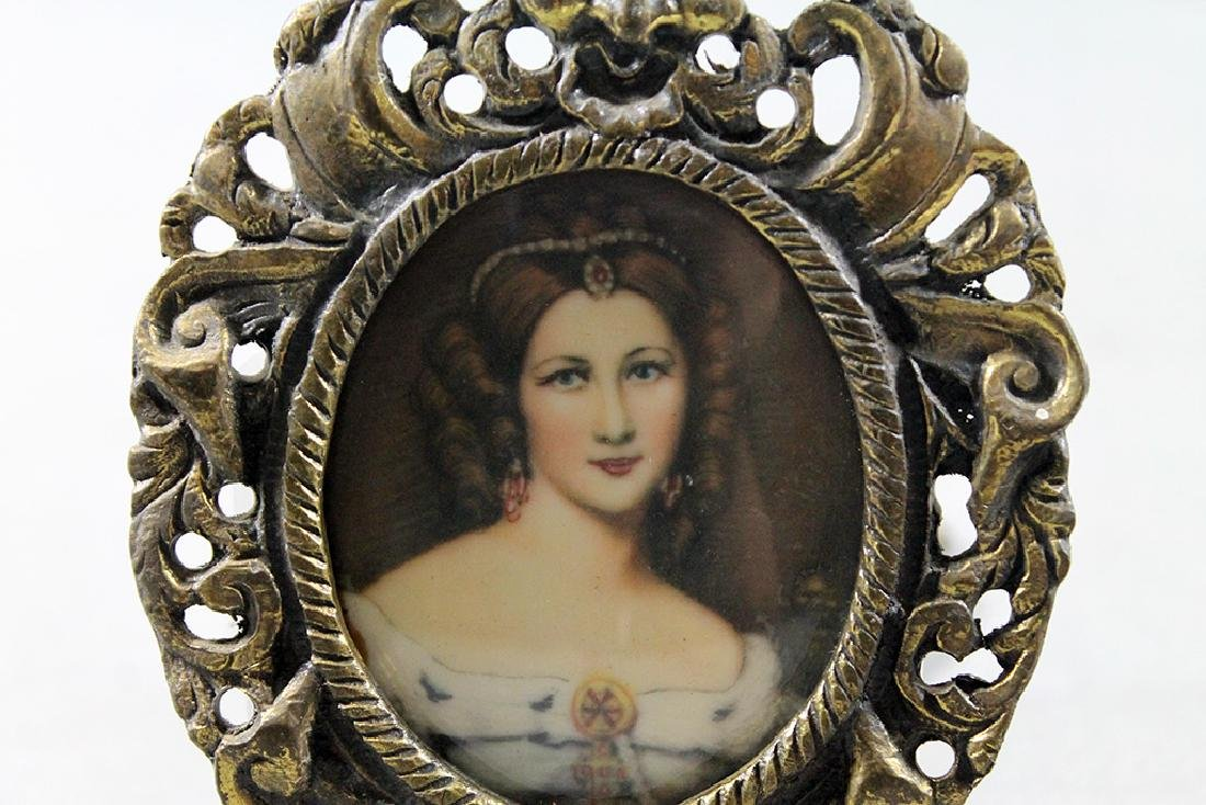 Pair of Victorian woman portraits in miniature brass - 5
