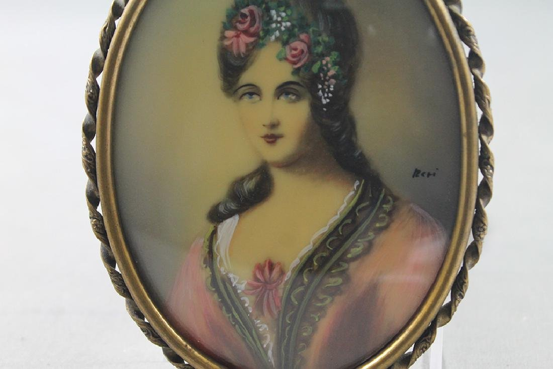 Pair of Victorian woman portraits in miniature brass - 3