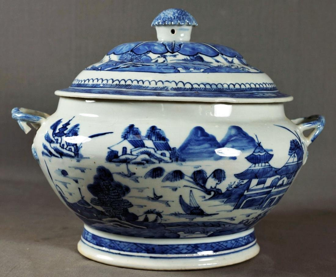 CHINESE BLUE & WHITE EXPORT PORCELAIN TUREEN