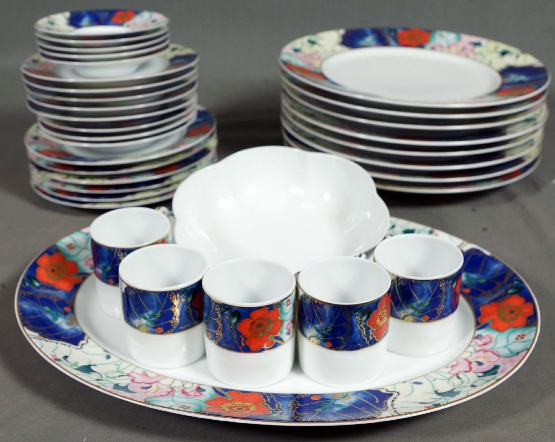 SMALL COLLECTION OF LIMOGES DINNERWARE