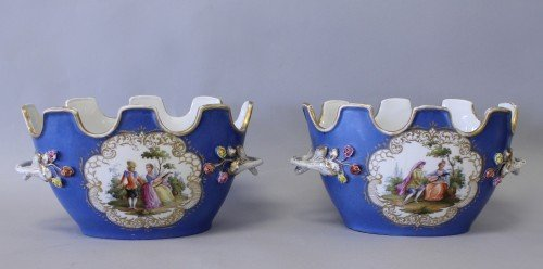 330: PAIR OF MEISSEN FLOWER POTS WITH EMBOSED FLOWERS