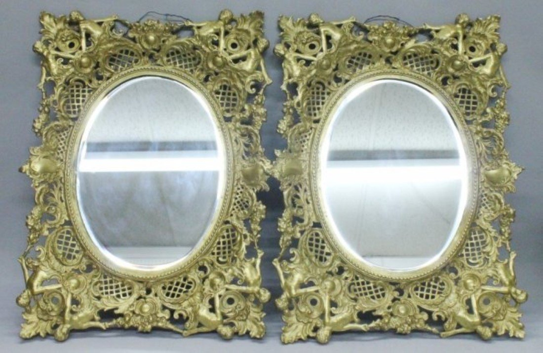 PAIR OF MIRRORS IN GILT FRAMES