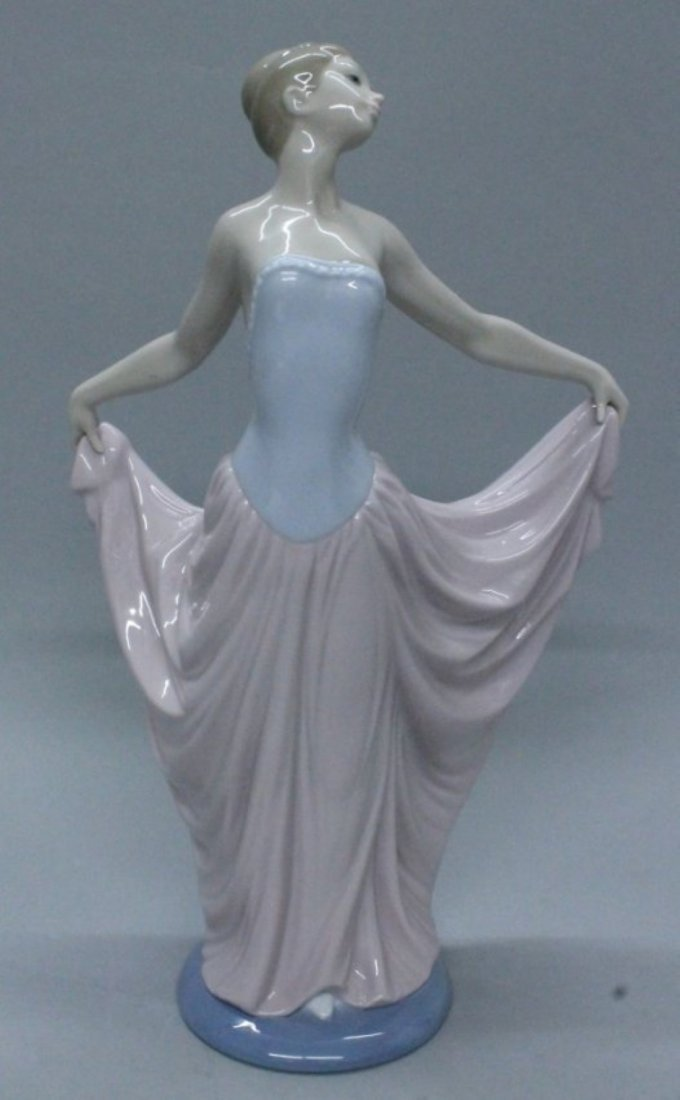 LLADRO FIGURE OF WOMAN