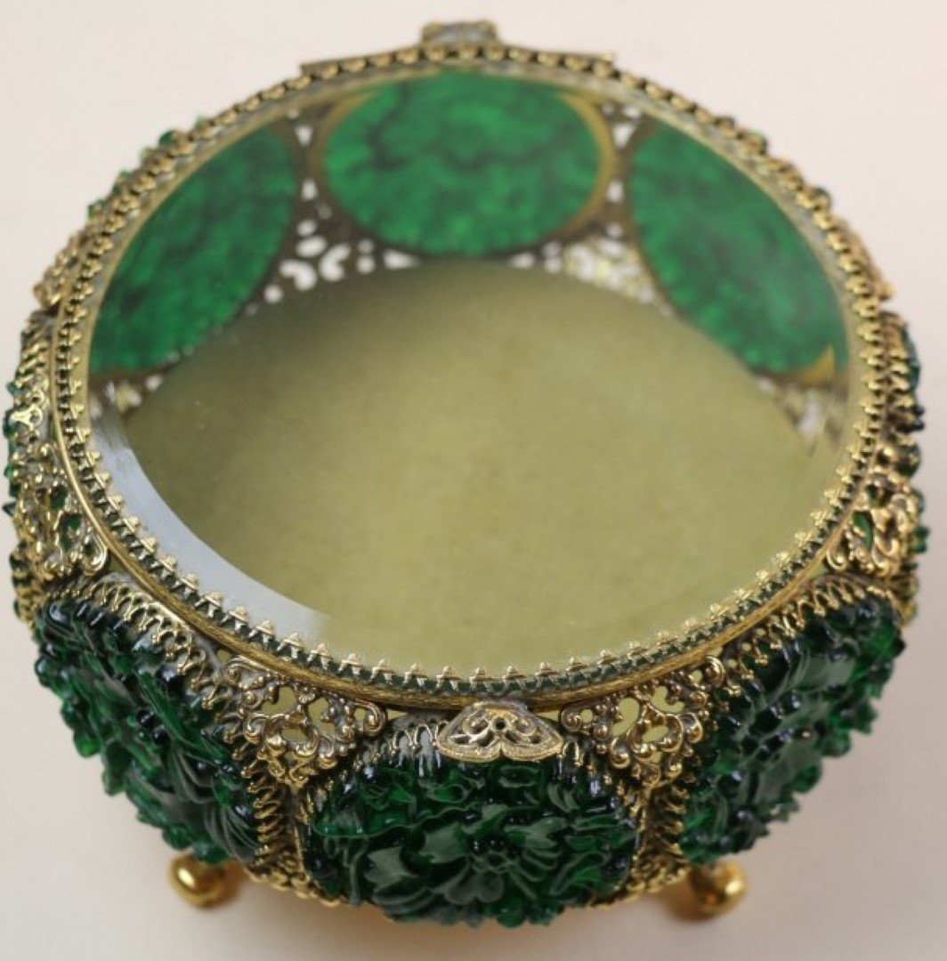 EMERALD AND GILT FOOTED DRESSER BOX - 3