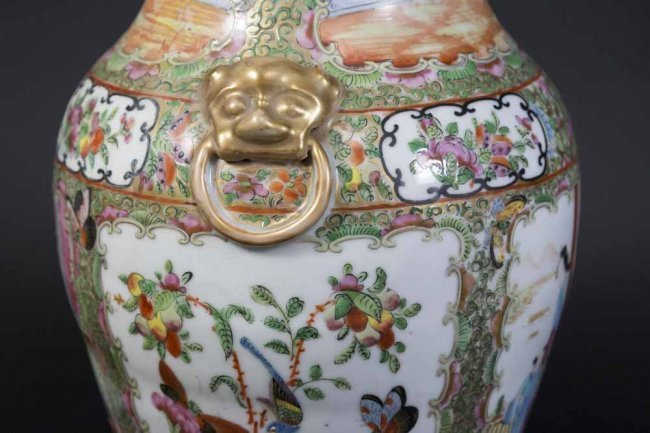 Chinese Rose Medallion Porcelain Vase - 2