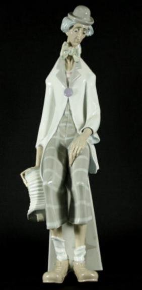LLADRO FIGURE OF SAD CLOWN WITH ACCORDION