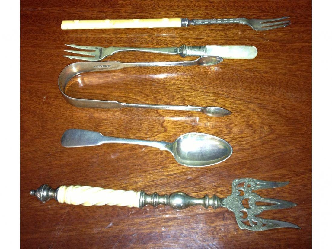 15: A pair William IV silver sugar tongs (London,1816),