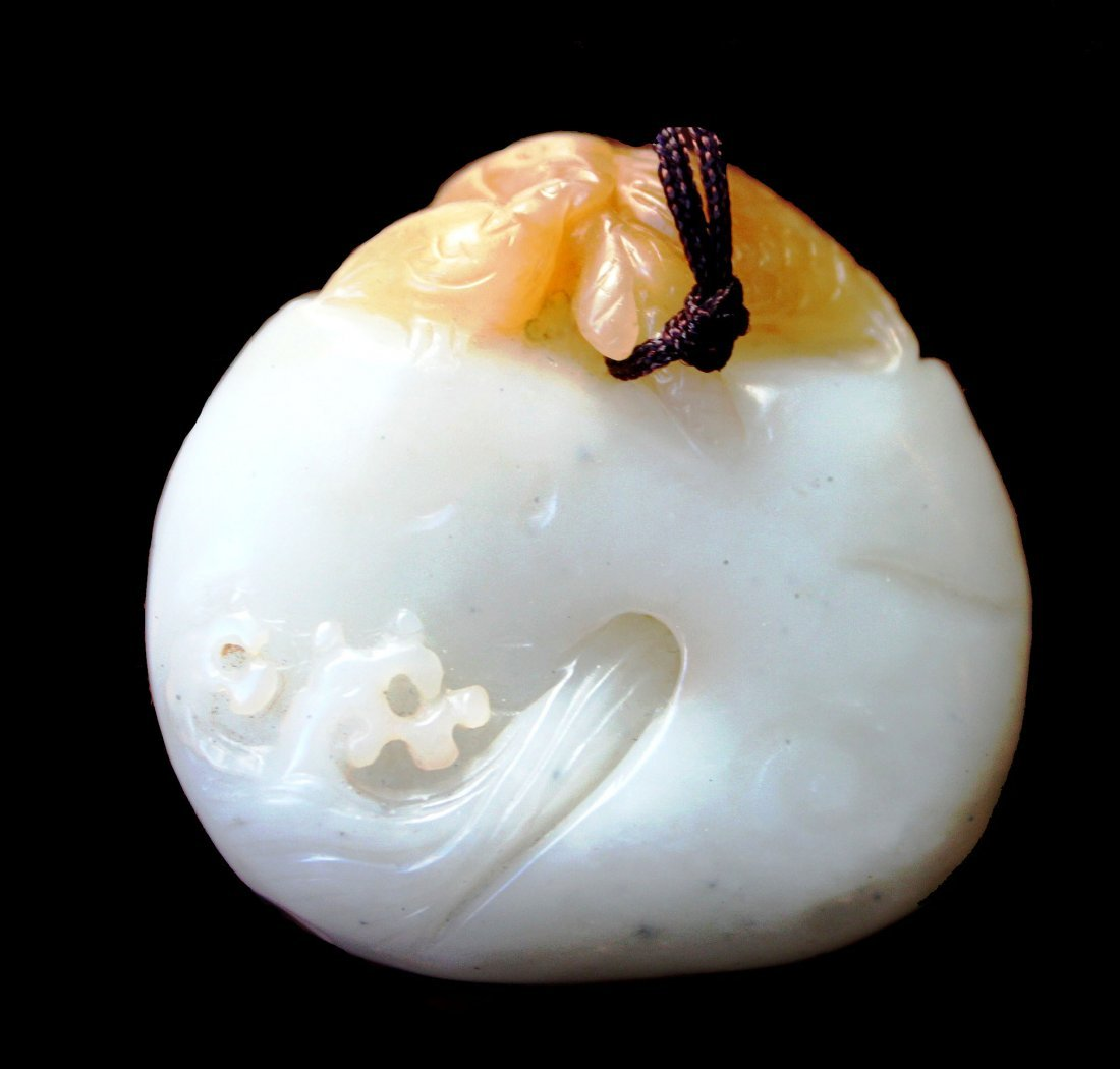Very Fine White Jade Pebble Pendant, 18th/19th Century
