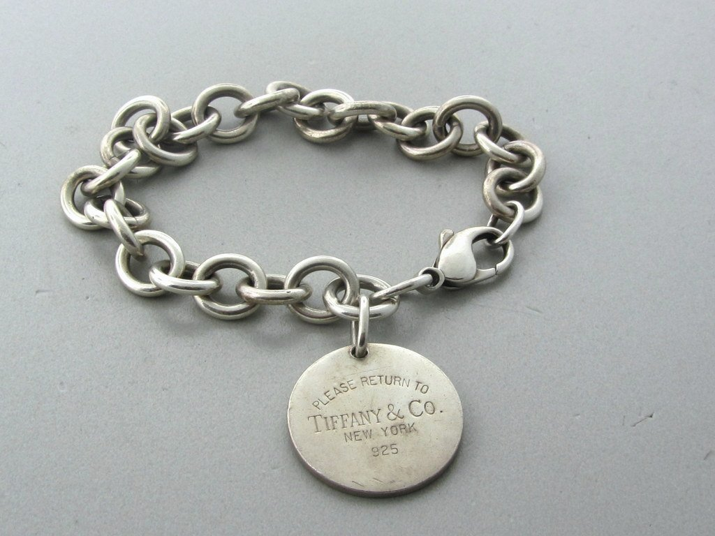 016: Tiffany & Co Sterling Link Charm Bracelet