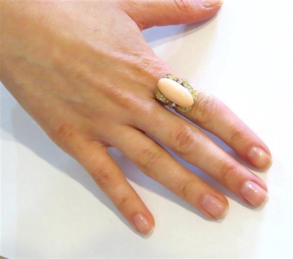 Vintage 18k Gold Angel Skin Coral Diamond Ring - 4