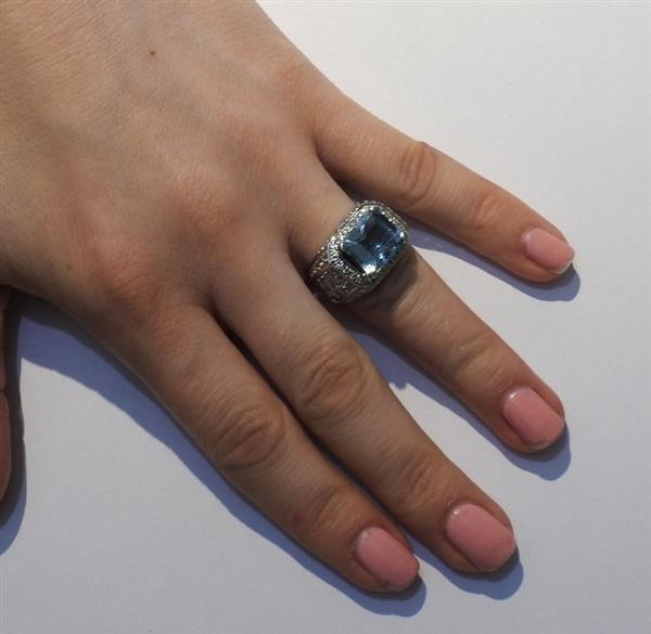 18k Gold Diamond Aquamarine Ring - 6