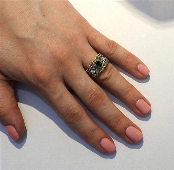 18k Gold Emerald Diamond Band Ring - 4