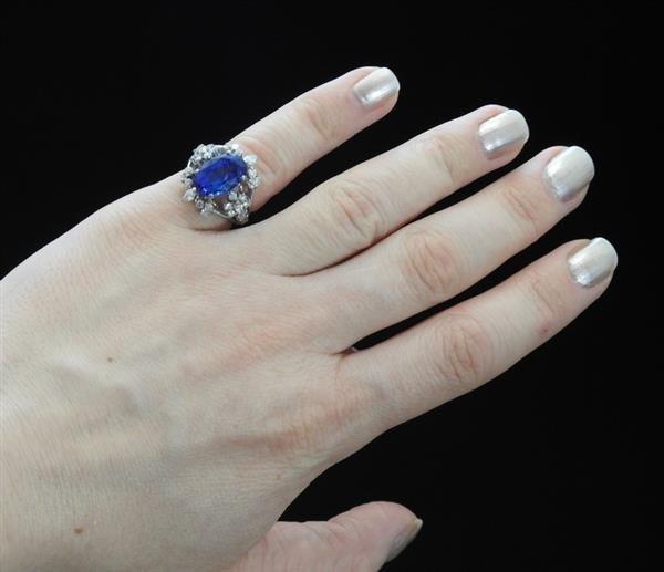 18k Gold 6.50ct Sapphire Diamond Ring - 7