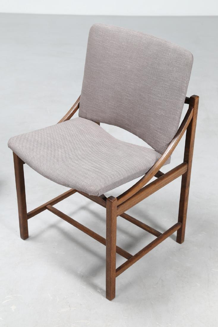 MANIFATTURA ITALIANA  Sei sedie in legno e tessuto, - 2