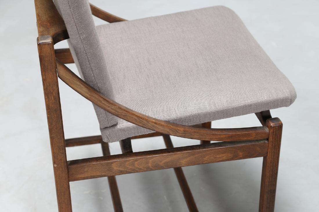 MANIFATTURA ITALIANA  Sei sedie in legno e tessuto, - 4