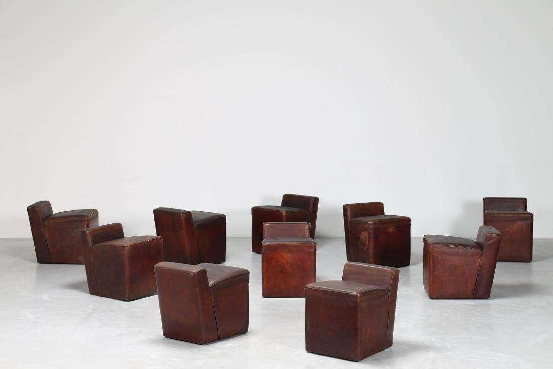 MANIFATTURA ITALIANA  Dieci pouf con struttura in legno