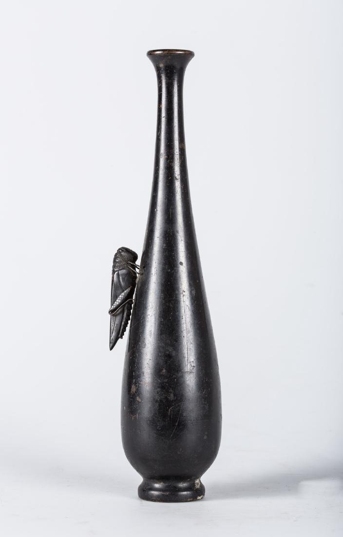 Arte Giapponese  A cast bronze bottle with a cricket