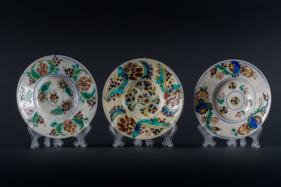 ARTE ISLAMICA  Three pottery glazed Kutahya