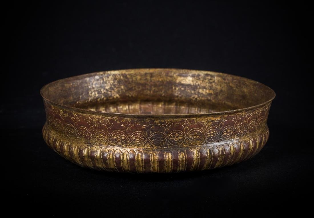 Arte Islamica  An embossed gilt copper (tombak)