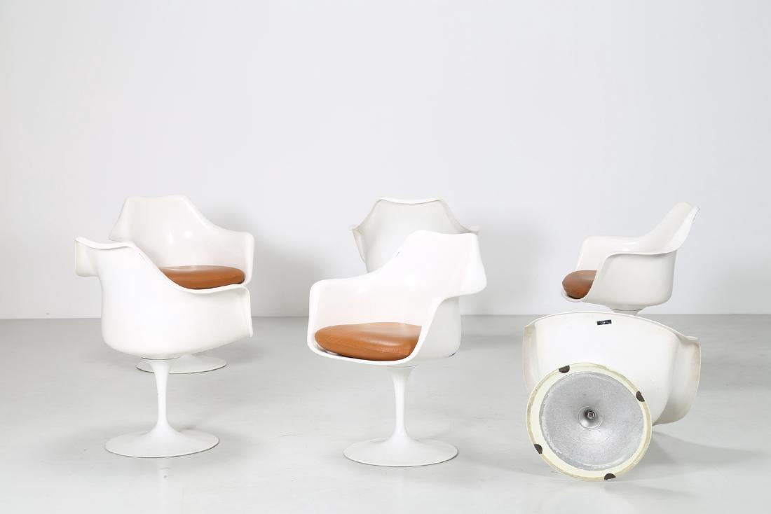 EERO SAARINEN Six fiberglass chairs with melted