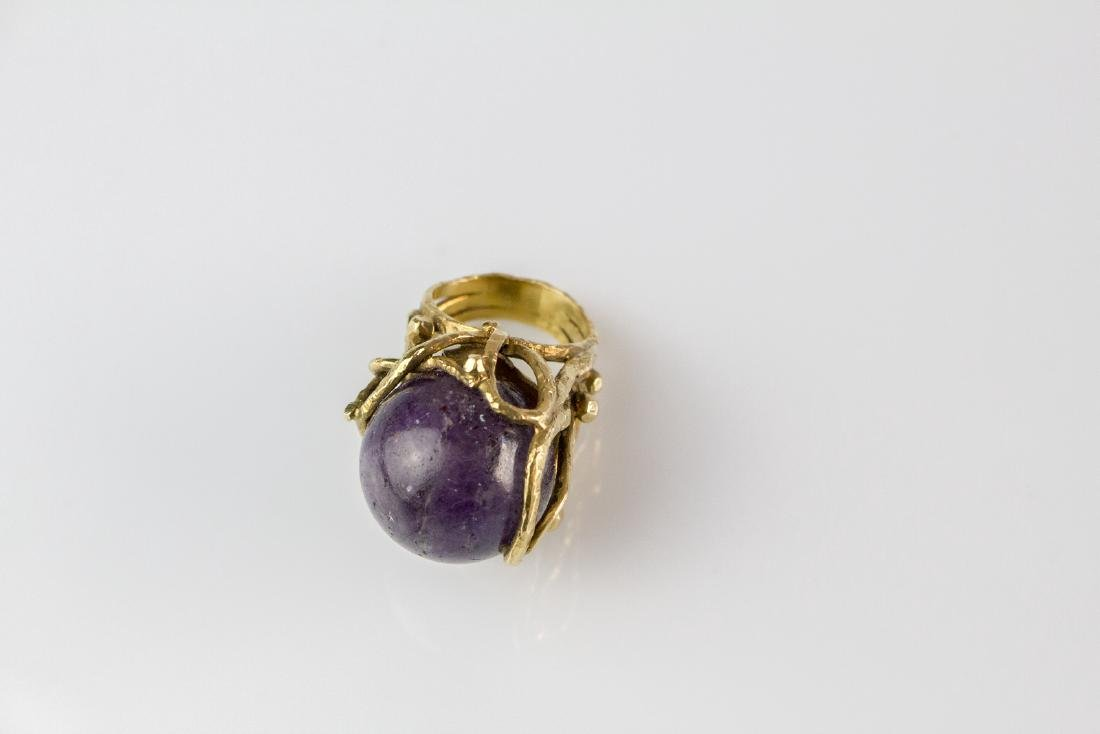 14kt yellow gold ring with ametist sphere 21.50mm.