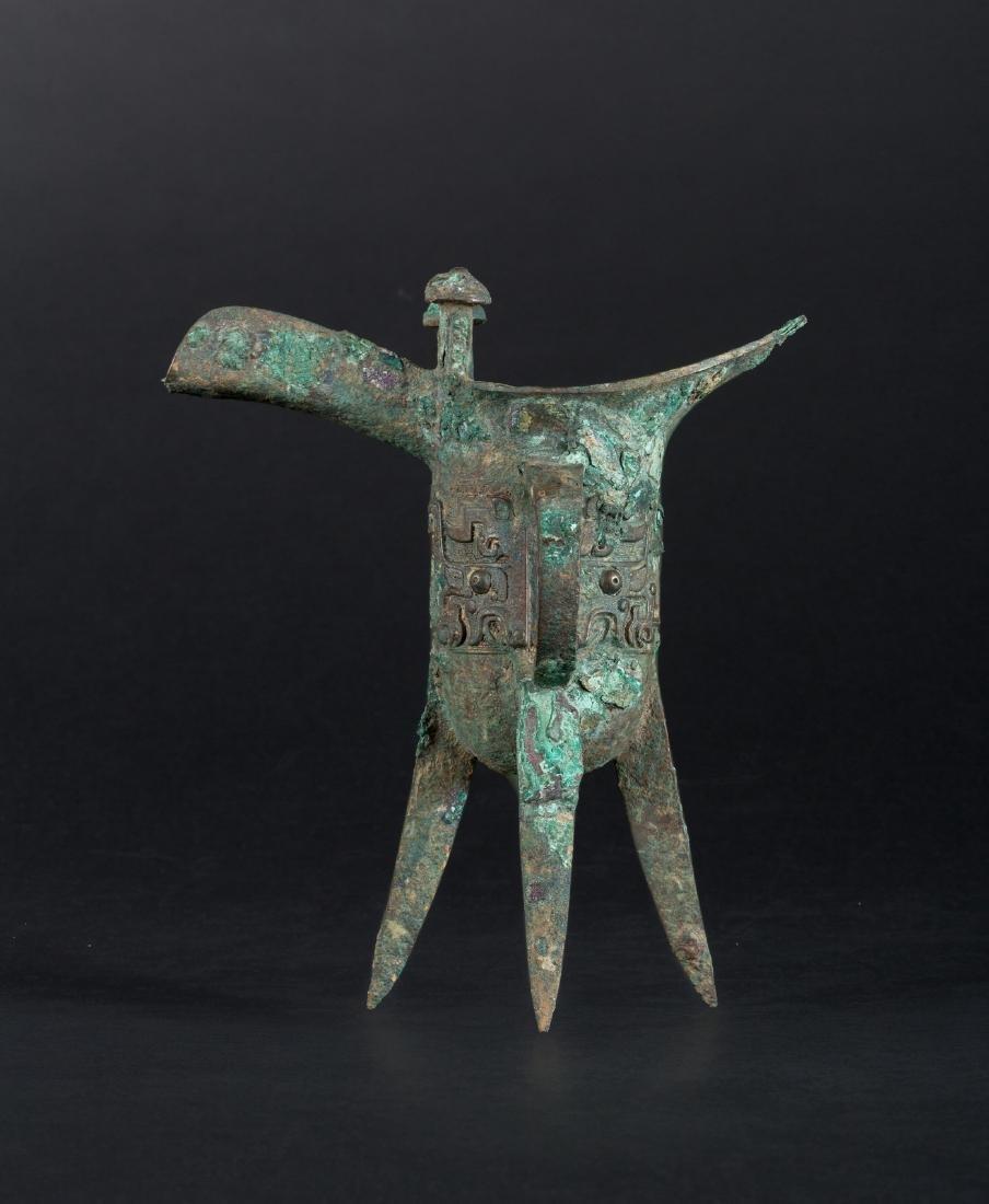 Arte Cinese  A bronze tripod ritual wine vessel Jue