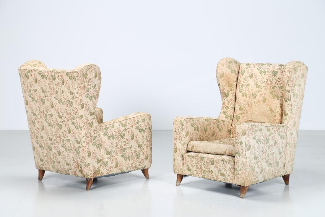 PAOLO BUFFA Coppia di poltrone in legno e tessuto, anni
