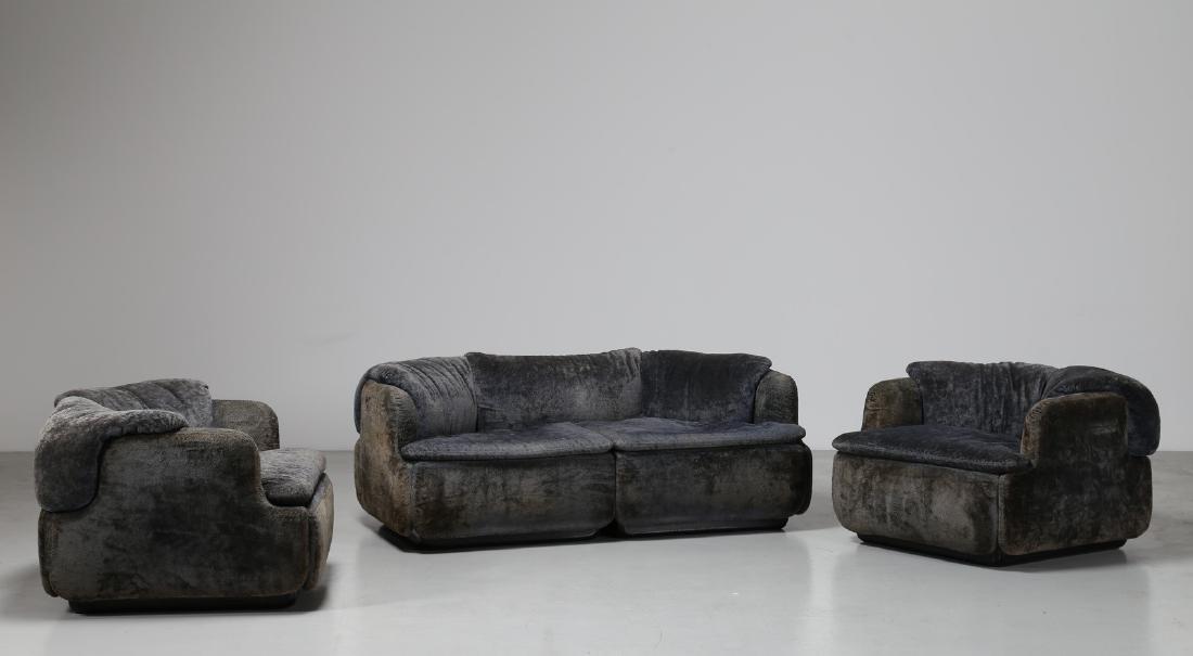 ALBERTO ROSSELLI Salotto composto da un divano due
