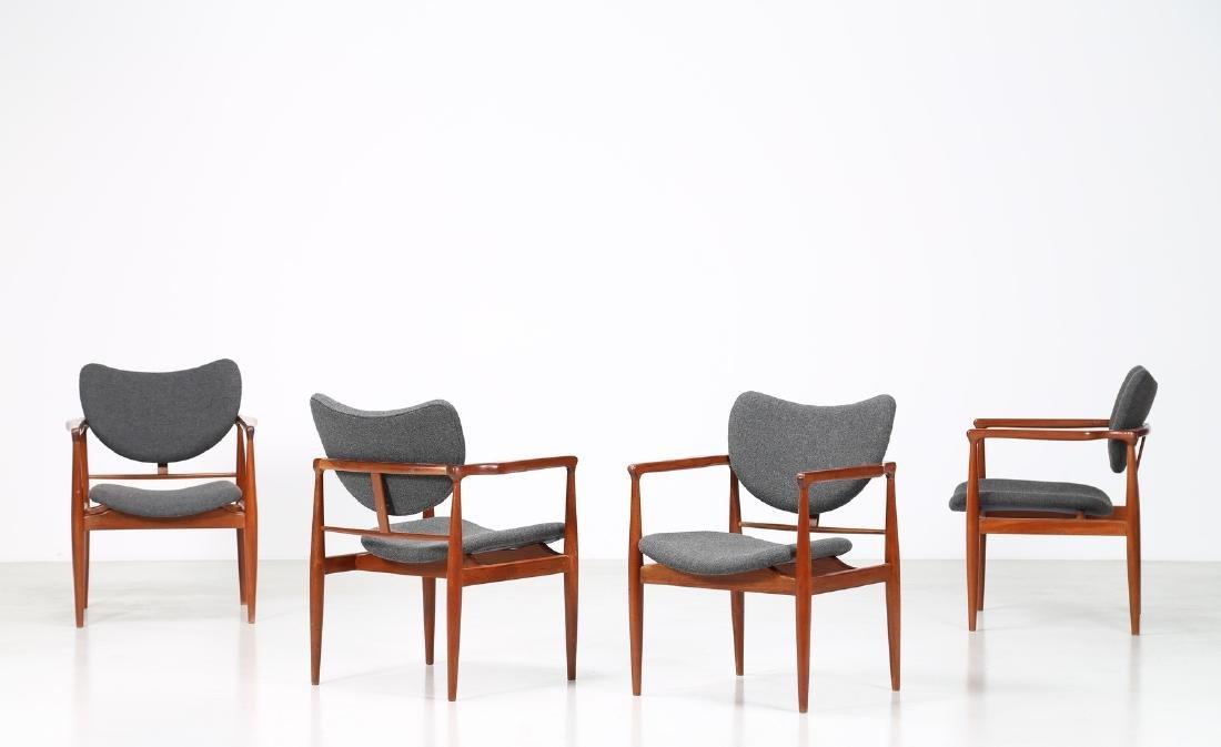 FINN JUHL Quattro sedie in mogano e tessuto, mod.